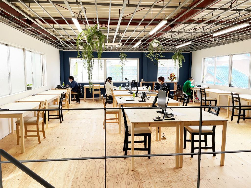 守山市のコワーキングスペース今プラス元布団屋の倉庫店2階
