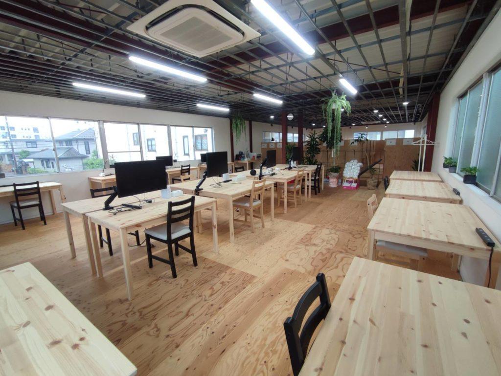 今プラス 布団屋の元倉庫店二階の写真